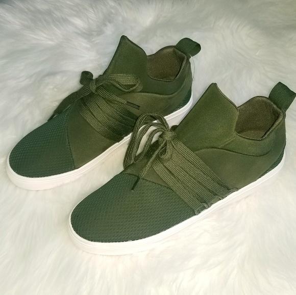 93fa5b5f682 💚Steve Madden Women s Lancer Fashion Sneaker. M 5c4f0d7b9519969ac59a00f2